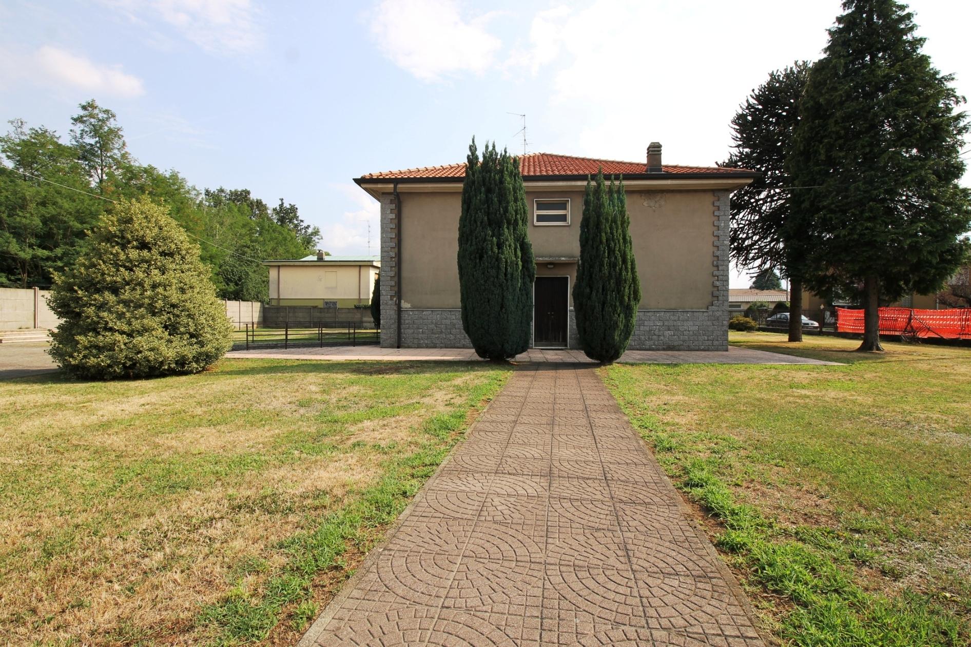Samarate Vendita Villa Singola Ampio Giardino
