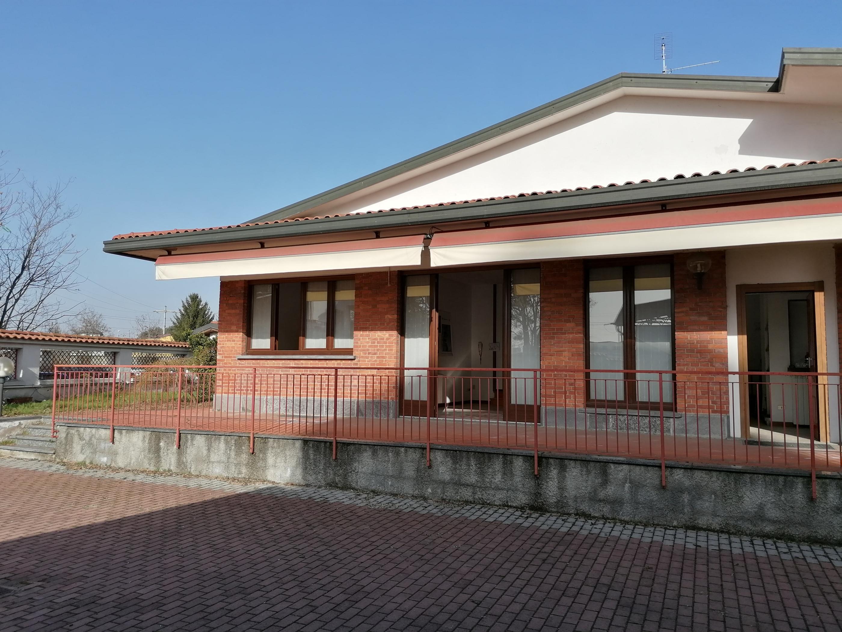 Castellanza Vendita Villa Singola con Magazzino