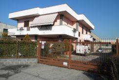 Villa con Capannone Vendita Samarate